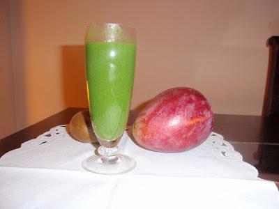 Batido verde de espinacas, kiwi y mango